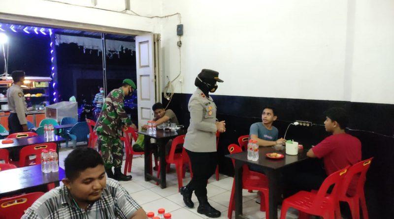 Operasi Yustisi, Kapolsek Krueng Barona Jaya Cegah Covid 19 bersama TNI