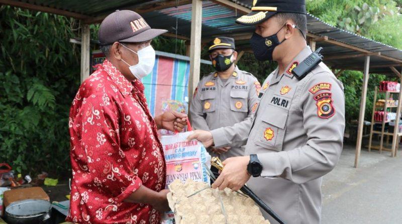 Komunitas Abang Becak Dapat Sembako Dari Kapolres Aceh Tengah