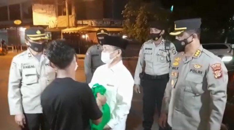 Polda Aceh dan Polres Jajaran Secara Serentak Gelar Patroli Skala Besar Disertai Pembagian Bansos